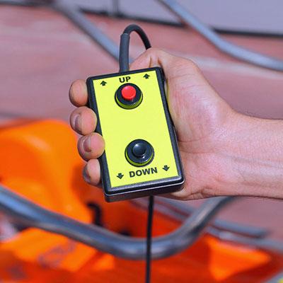 Elektrosche Bedienung des Hubs von der Mini Arbeitsbühne Elevah